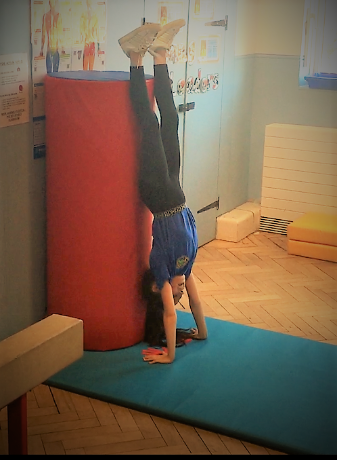 static handstand